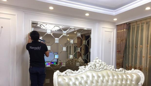Chọn mua gương trang trí ghép tường phòng khách cho gia đình có trẻ nhỏ