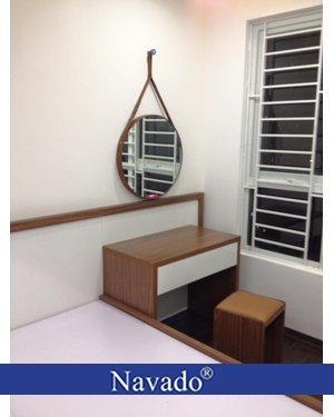 Gương treo tròn trang điểm dây da 50cm