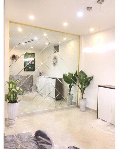 Gương ghép tường phòng khách tại Nha Trang