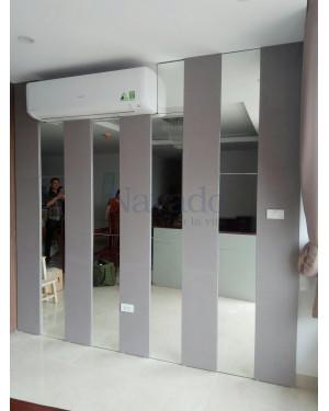 Gương ghép tường phòng khách Sài Gòn
