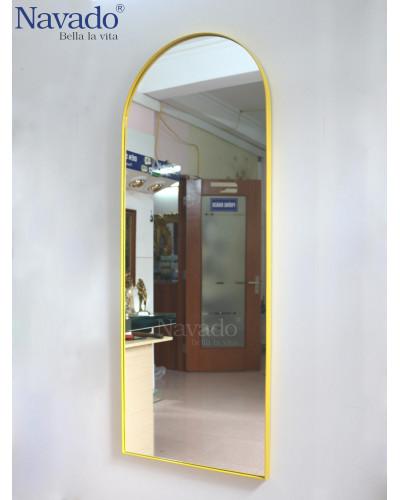 Gương soi toàn thân phòng khách khung thép vàng